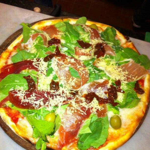 Foto tomada en Central de Pizzas por Flo B. el 6/17/2013