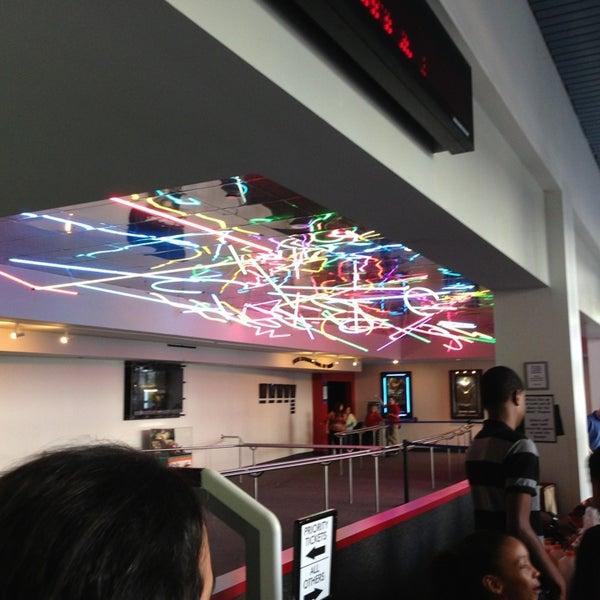 Снимок сделан в Autonation IMAX 3D Theater пользователем Hugo E. 6/2/2013