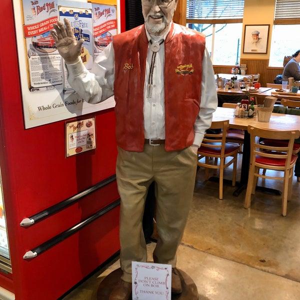 Foto tirada no(a) Bob's Red Mill Whole Grain Store por Jeff S. em 2/15/2020