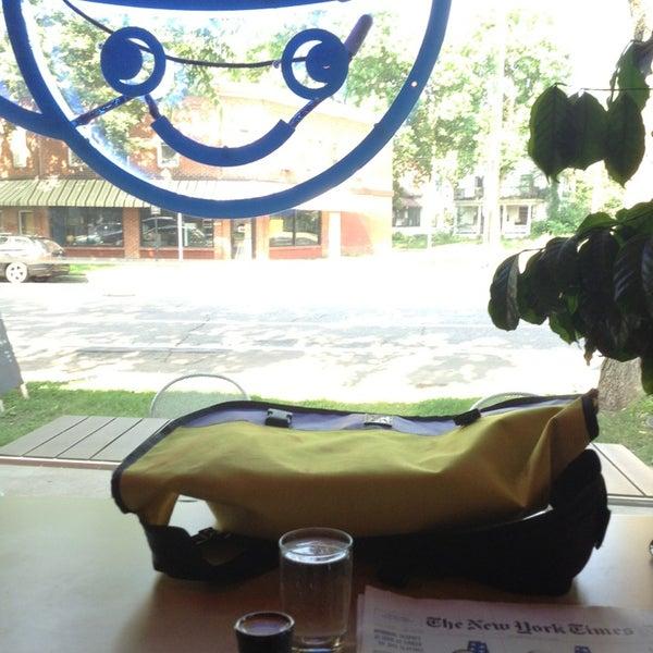 7/11/2013에 Santa E.님이 Peace Coffee Shop에서 찍은 사진