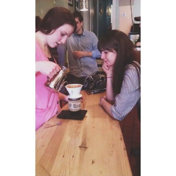 Foto tomada en Ipsento Coffee House por Miranda R. el 4/26/2013
