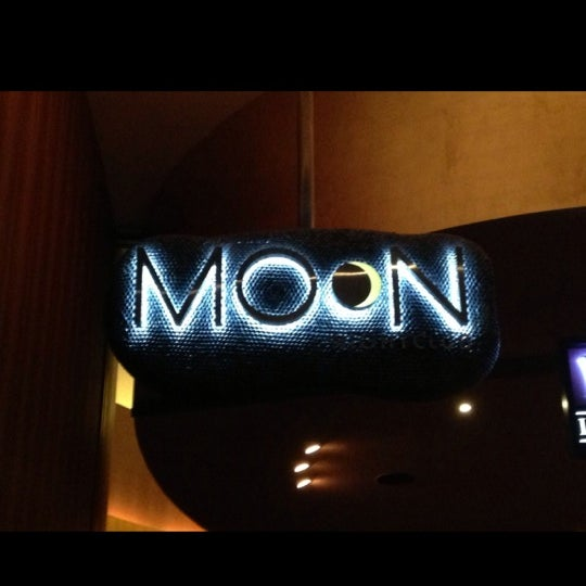 Photo prise au Moon Nightclub par Carlos C. le12/21/2013