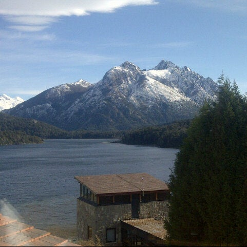 Photo prise au Llao Llao Hotel & Resort par Pau B. le6/22/2013