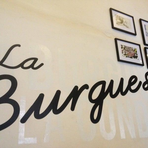 รูปภาพถ่ายที่ La Burguesa โดย Kano R. เมื่อ 6/28/2013