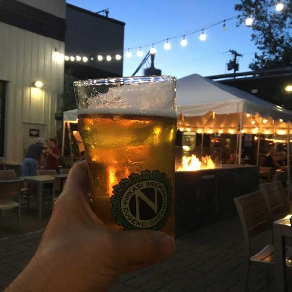 รูปภาพถ่ายที่ Ninkasi Brewing Tasting Room โดย Kevin R. เมื่อ 6/16/2019