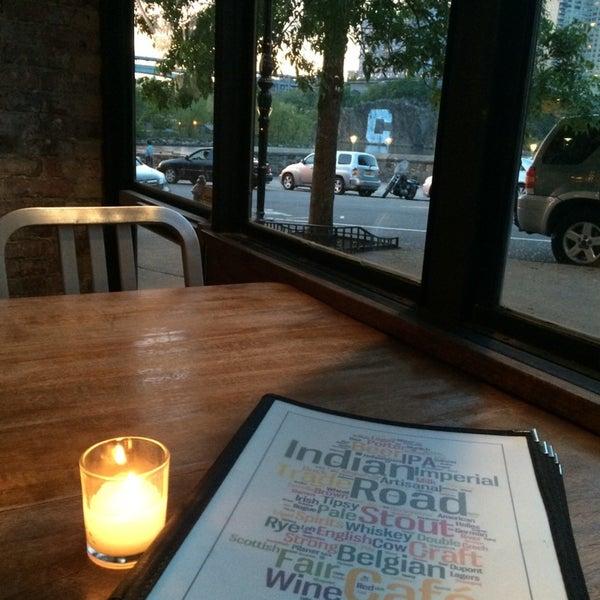 Das Foto wurde bei Indian Road Café von Roxanne P. am 5/18/2014 aufgenommen