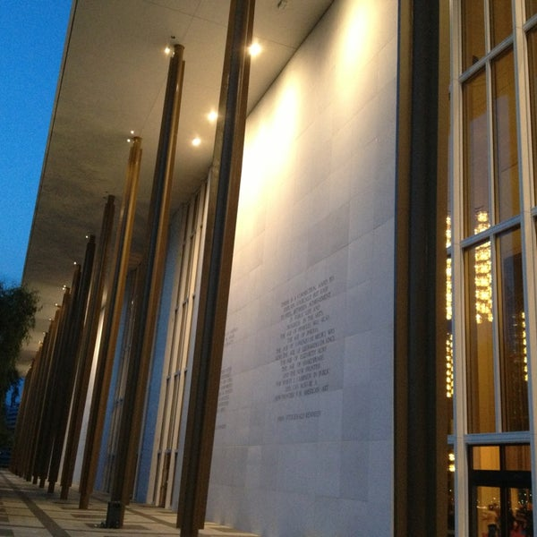 5/23/2013 tarihinde Paul B.ziyaretçi tarafından The John F. Kennedy Center for the Performing Arts'de çekilen fotoğraf