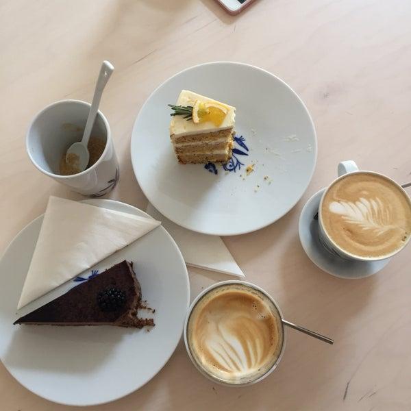 Foto diambil di Mikyna Coffee & Food Point oleh Zuza B. pada 8/19/2017