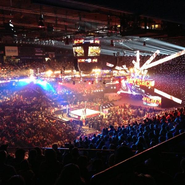 รูปภาพถ่ายที่ Allstate Arena โดย RLN S. เมื่อ 6/16/2013