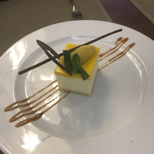 Das Foto wurde bei ORLY PARK Restaurant & Hotel von Виктория К. am 8/8/2017 aufgenommen