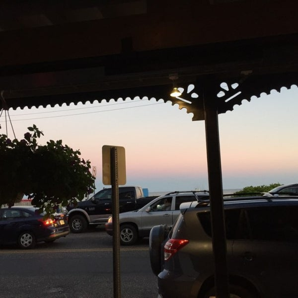 Foto tomada en Cabanas Beach Bar and Grill por Sam B. el 6/15/2016