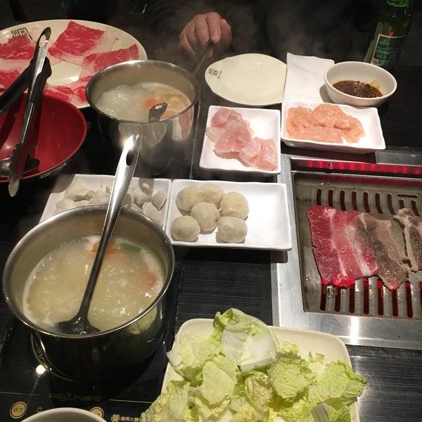 Foto diambil di 99 Favor Taste 99號餐廳 oleh Terri C. pada 12/26/2018
