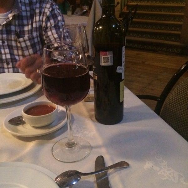 Foto scattata a Restaurante & Bar La Strega da Karlaa M. il 10/4/2014