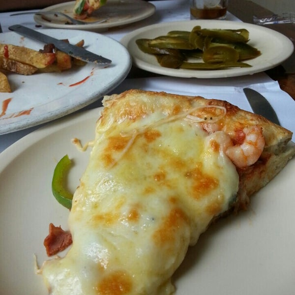 Снимок сделан в Mama's Pizza пользователем Myrza R. 7/6/2013