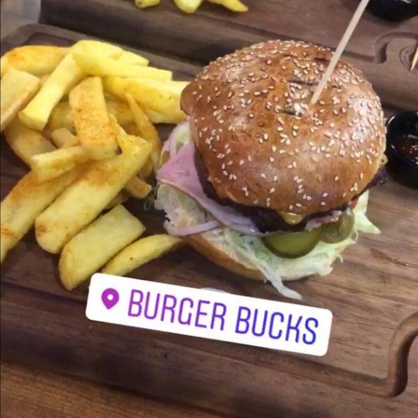 Foto scattata a Burger Bucks da Dilek A. il 7/6/2019