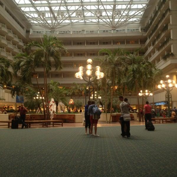 Foto tirada no(a) Aeroporto Internacional de Orlando (MCO) por Sean H. em 6/21/2013