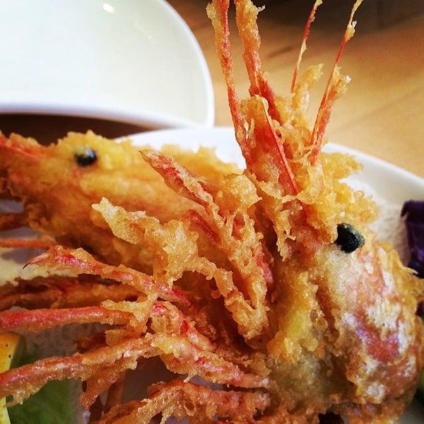 Foto tirada no(a) Sushi Tora por Jason S. em 5/2/2014
