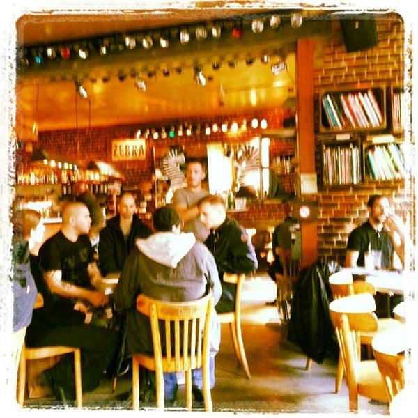 Foto scattata a Zebra Bar da kathleen v. il 10/5/2012