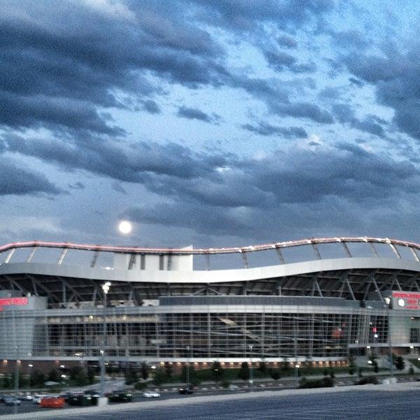 Foto diambil di Broncos Stadium at Mile High oleh Wolf S. pada 6/23/2013