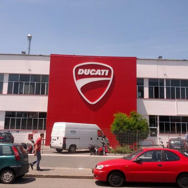 6/14/2013 tarihinde Roberto P.ziyaretçi tarafından Ducati Motor Factory & Museum'de çekilen fotoğraf