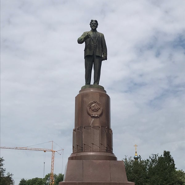 памятник калинину в калининграде фото чудесный день рождения