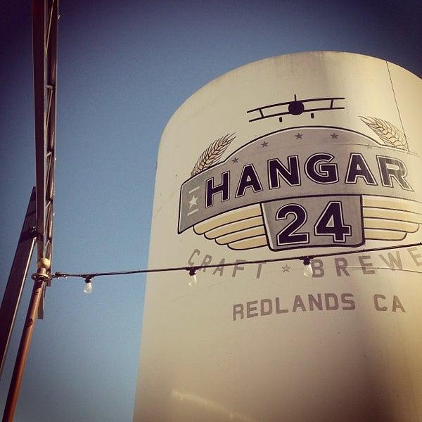 Foto tirada no(a) Hangar 24 Craft Brewery por Steven P. em 1/19/2013