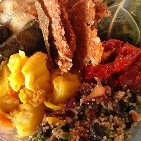 Foto scattata a Tsom Vegetarian Flavors da Tracy P. il 9/9/2013
