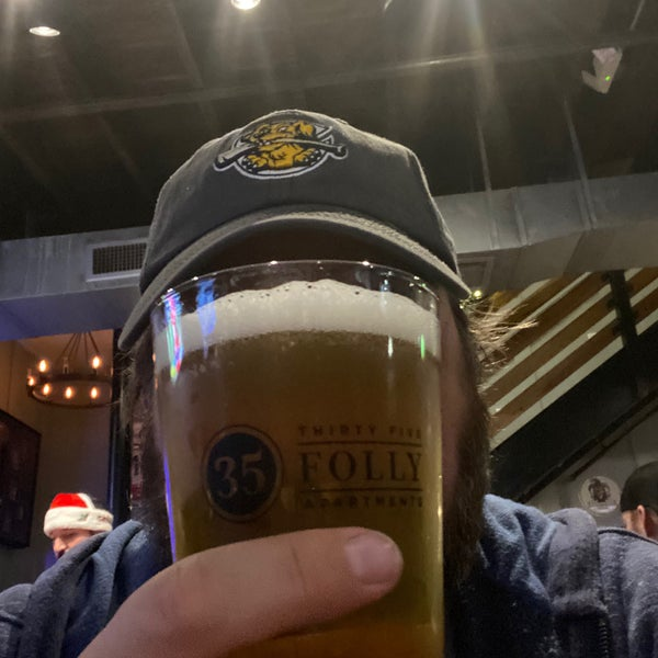 Foto scattata a Charleston Beer Works da David J. il 12/8/2019