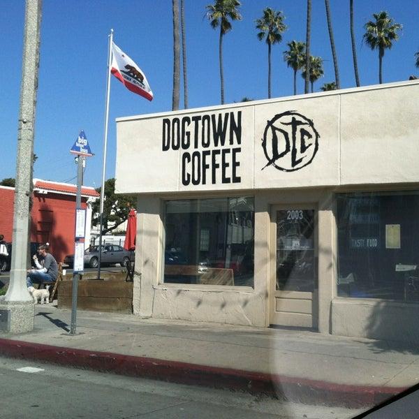 Foto tirada no(a) Dogtown Coffee por Perlorian B. em 2/23/2013