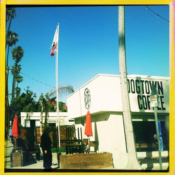 Foto tirada no(a) Dogtown Coffee por Perlorian B. em 5/2/2013