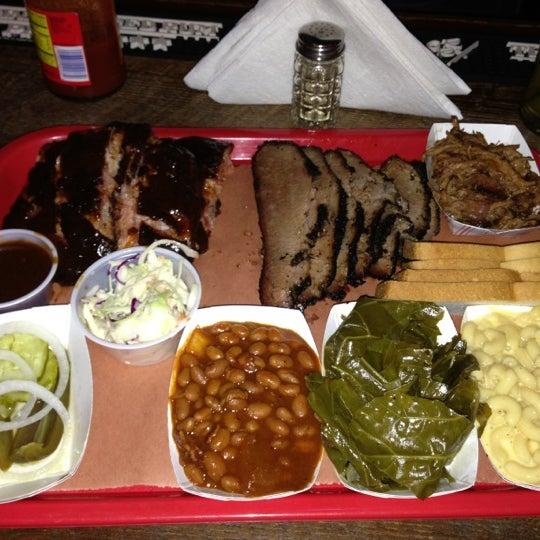 รูปภาพถ่ายที่ Mable's Smokehouse & Banquet Hall โดย Stoph's เมื่อ 11/29/2012