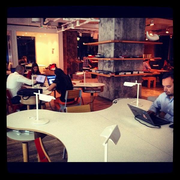รูปภาพถ่ายที่ MAKE Business Hub โดย Michael A. เมื่อ 11/19/2012