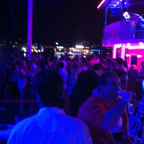 7/20/2013 tarihinde Esat D.ziyaretçi tarafından Club Catamaran'de çekilen fotoğraf