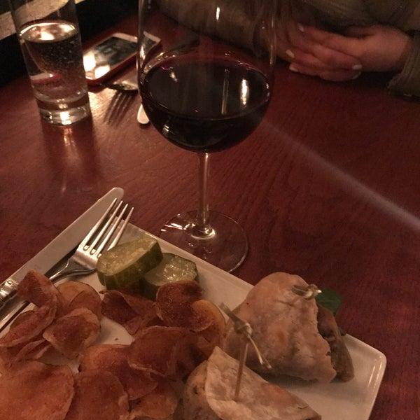 4/14/2017にOlga G.がThe Tangled Vine Wine Bar & Kitchenで撮った写真