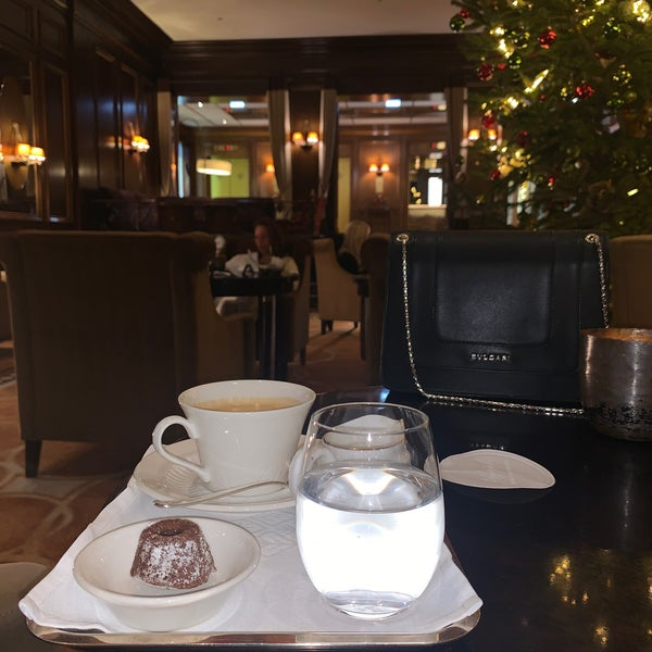 Foto scattata a Hotel Vier Jahreszeiten Kempinski da عهود ح. il 12/11/2019