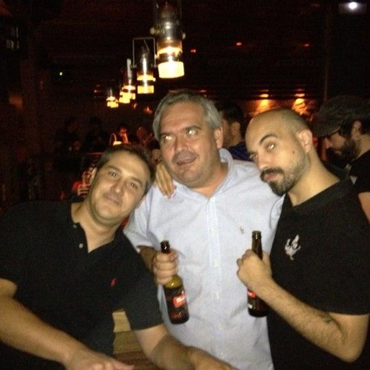 Foto diambil di El Intruso oleh Samuel H. pada 9/27/2012