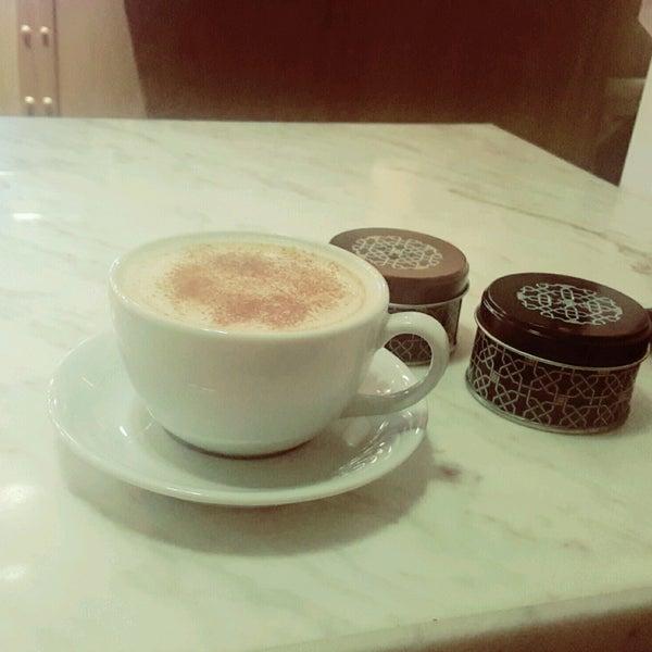 Das Foto wurde bei Cascada Coffee von Serap E. am 8/24/2016 aufgenommen