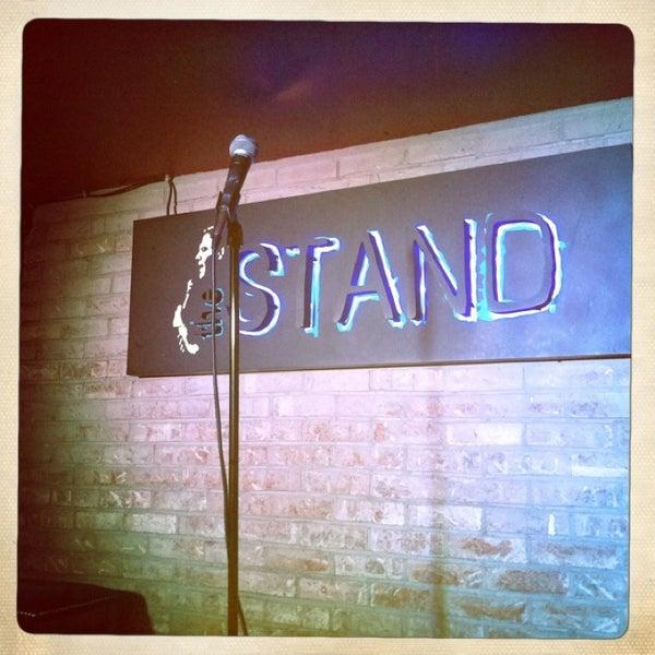 รูปภาพถ่ายที่ The Stand Restaurant & Comedy Club โดย Dave C. เมื่อ 6/9/2013