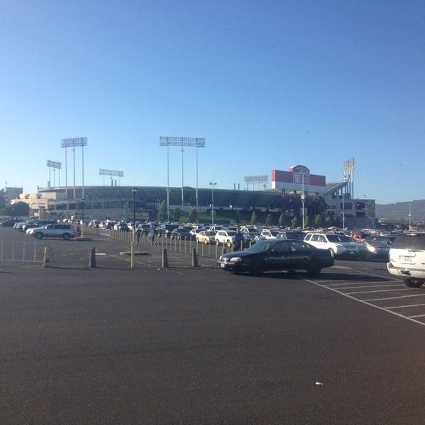 Das Foto wurde bei RingCentral Coliseum von Jon S. am 7/14/2013 aufgenommen