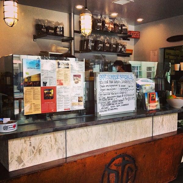 Foto tirada no(a) Dogtown Coffee por miki m. em 9/8/2013
