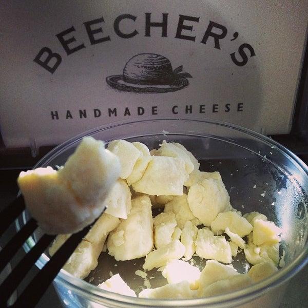 Das Foto wurde bei Beecher's Handmade Cheese von Kevin L. am 1/16/2013 aufgenommen