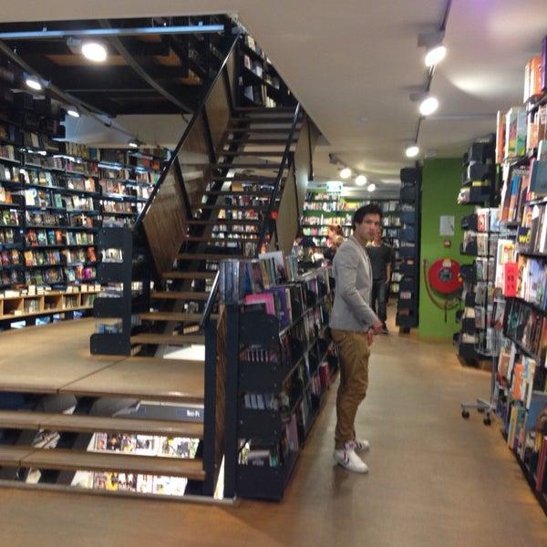 Foto tirada no(a) The American Book Center por Jens B. em 7/11/2013