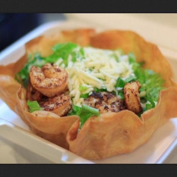 Foto tirada no(a) California Tortilla por Hilda C. em 5/16/2013