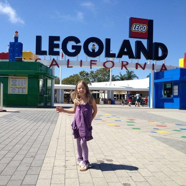 Foto tirada no(a) Legoland California por Kelli C. em 6/13/2013