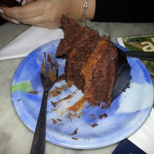Torts de chocolate a medio comer :). No dejar de probar!