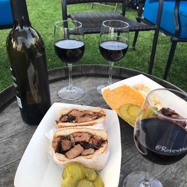 Photo prise au Rosenthal Wine Bar & Patio par Таня Я. le5/30/2017