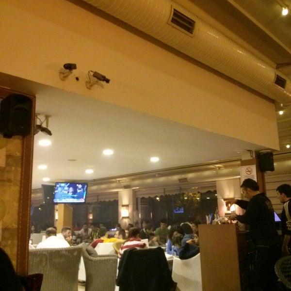 11/10/2013 tarihinde Cihan B.ziyaretçi tarafından Palace Cafe Restaurant & Bowling'de çekilen fotoğraf