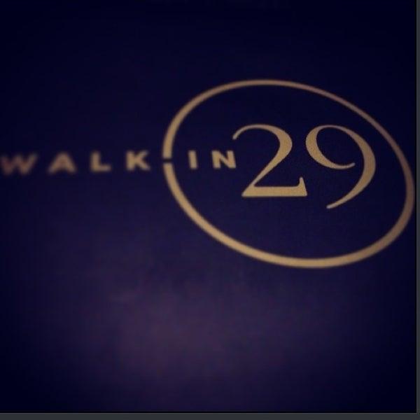 รูปภาพถ่ายที่ WalkIn Brasserie โดย Banu E. เมื่อ 6/28/2013