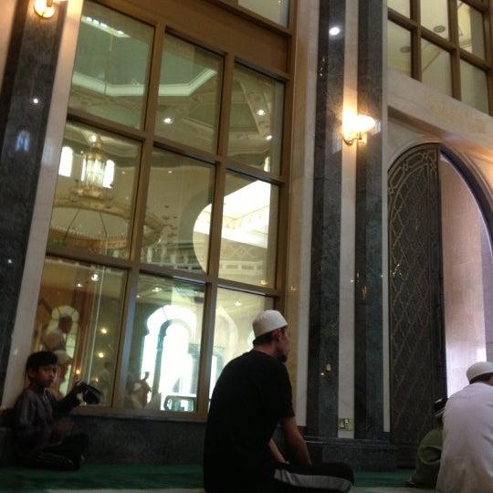 10/26/2012 tarihinde Mynne M.ziyaretçi tarafından Masjid Al-Ameerah Al-Hajjah Maryam, Kg Jerudong'de çekilen fotoğraf