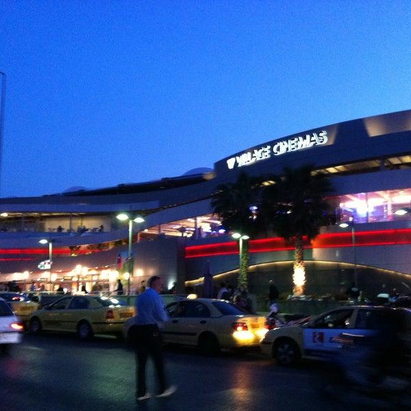 รูปภาพถ่ายที่ Athens Metro Mall โดย FOTOGRAFIA M. เมื่อ 4/22/2013